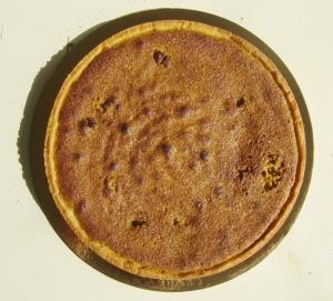 Le fond de pâte garni de crème d'amande-pistache cuite