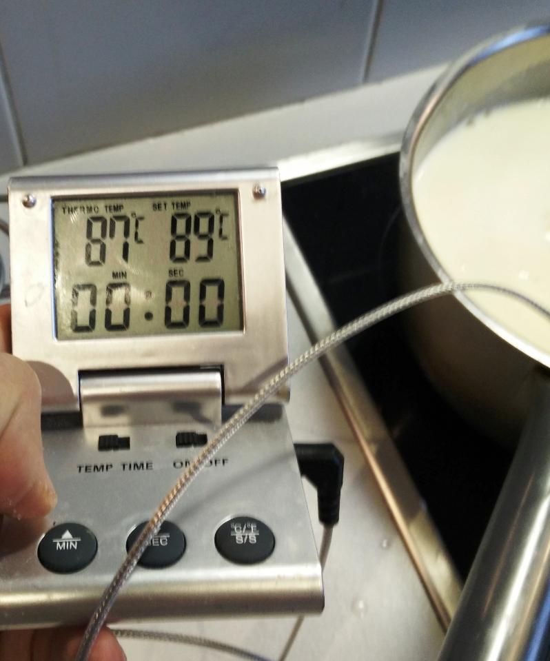 La température cherchée est à droite, la température réelle à gauche